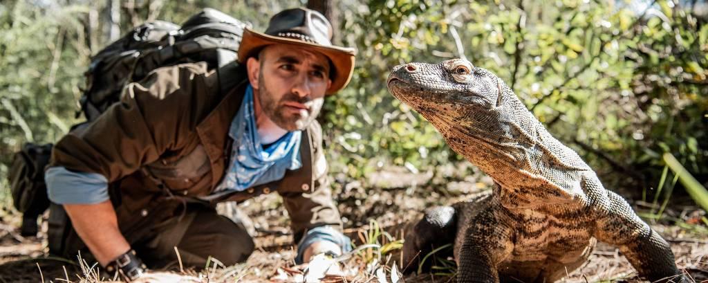 Coyote Peterson com Dragão-de-komodo