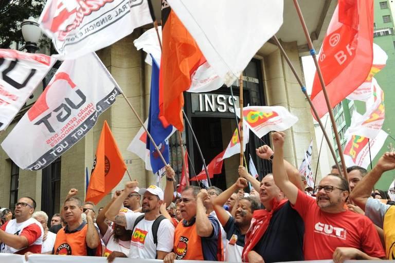 Centrais sindicais realizam ato unitário contra o desmonte do INSS