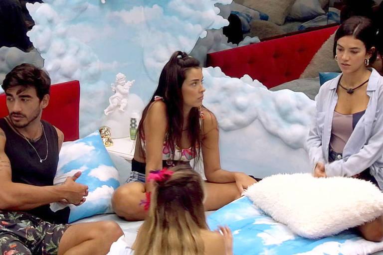 Guilherme e Gabi conversam com sisters sobre divisão da comida no BBB 20
