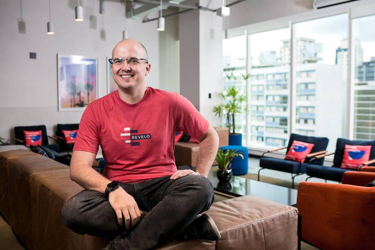 Lucas Mendes, 36, sócio-fundador da Revelo, em seu escritório, em SP