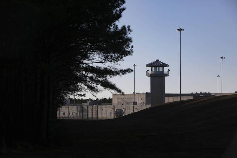 foto de fachada de prisão