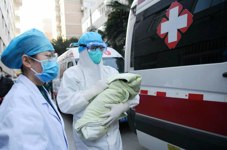 Coronavírus faz turistas usarem máscaras na China