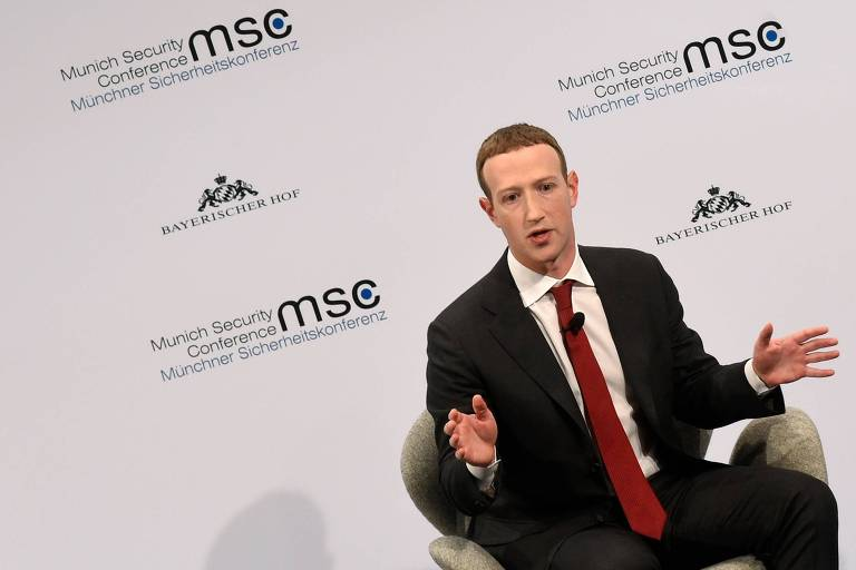 O presidente-executivo do Facebook, Mark Zuckerberg, discursa na 56ª edição da Conferência de Segurança de Munique, na Alemanha, neste sábado (15)