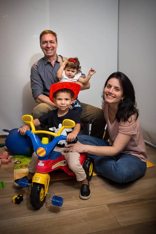 Daniela e Marcos Ribeiro e os filhos David e Maria Vitória