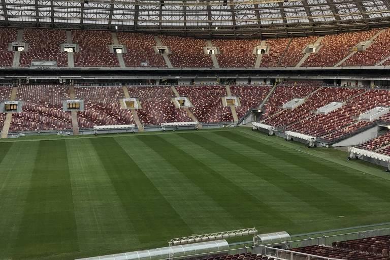 O estádio Luzhniki, que recebeu a final da Copa do Mundo 2018, em Moscou, na Rússia, é uma das referências de gramado sintético no mundo