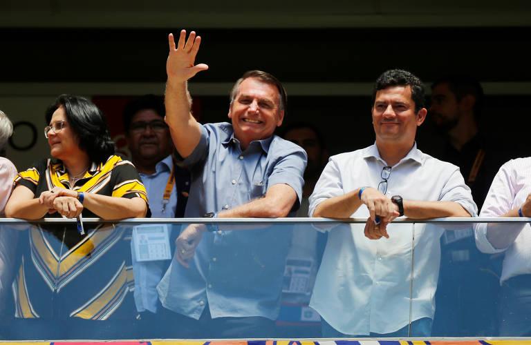 O presidente Jair Bolsonaro ao lado dos ministros Sergio Moro (Justiça) e Damares Alves (Mulher, Família e Direitos Humanos), em Brasília