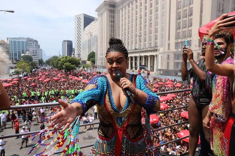 Preta Gil leva milhões ao centro do Rio com seu bloco em homenagem ao universo feminino