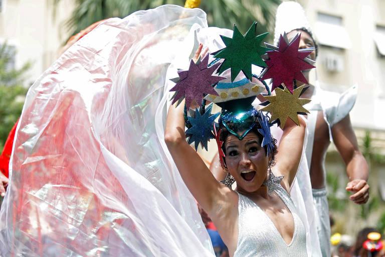 Veja fotos do pré-carnaval em SP e Rio neste domingo (16)