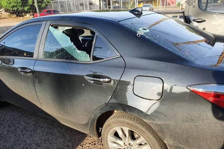 Carro do deputado federal Loester Trutis (PSL-MS) atingido por tiros em Campo Grande (MS)