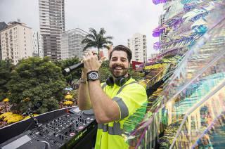Carnaval de Sao Paulo. Blocos. Alok  toca musica eletronicapara folioes na av Faria Lima