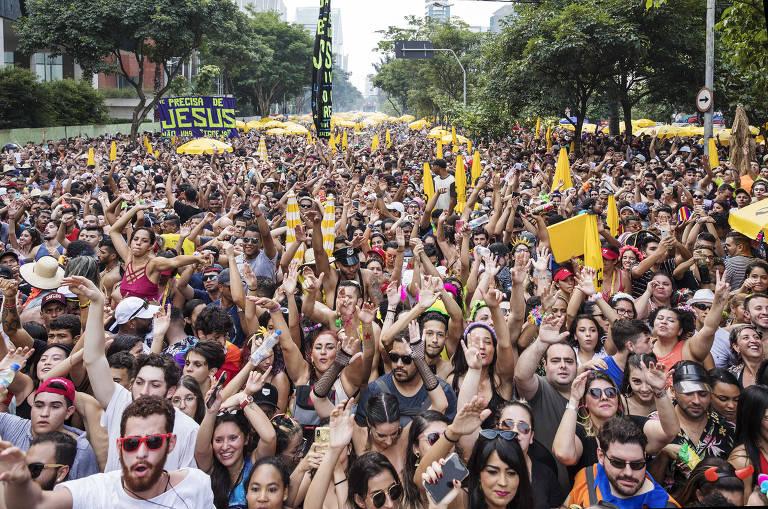 Blocos agitam as ruas no Carnaval paulistano