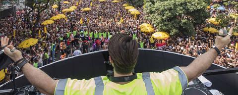 Sao Paulo, SP, BRASIL, 16-02-2020:  Carnaval de Sao Paulo. Blocos. Alok  toca musica eletronicapara folioes na av Faria Lima (Foto: Eduardo Knapp/Folhapress, COTIDIANO).