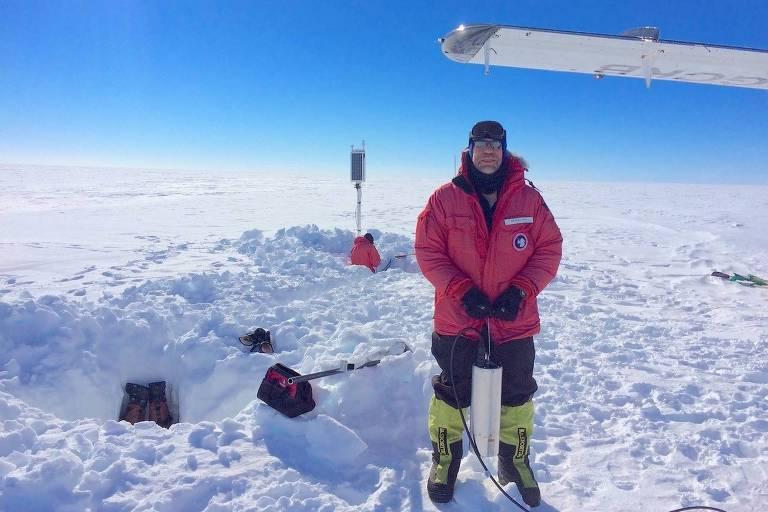 Cientista utiliza sismógrafo na Antártida para captar zumbido sísmico na plataforma de gelo Ross