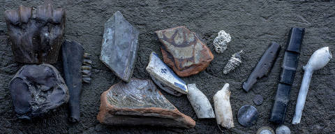 Items found by Lara Maiklem while mudlarking, in London on Nov. 29, 2019. From ribald tokens from London?s Roman past to hints of the Mayflower?s fate, mudlarks discover the story of a constantly changing London ? but only at low tide. (Andrew Testa/The New York Times) ORG XMIT: XNYT43