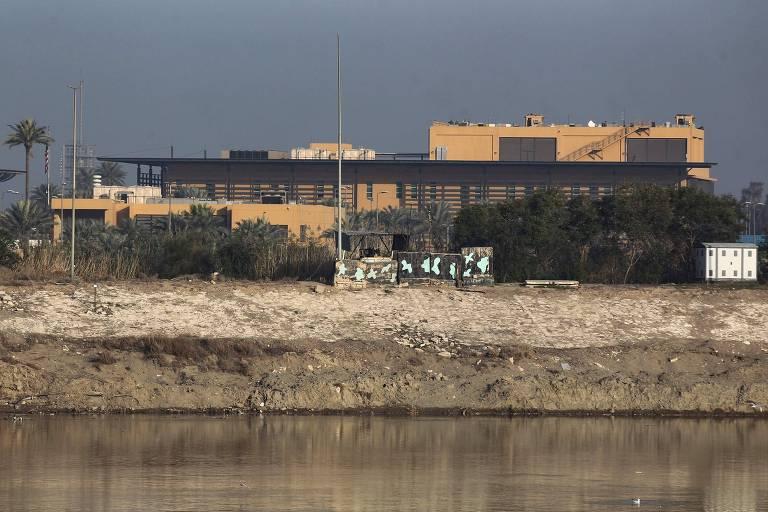 Três foguetes caem perto da embaixada dos EUA no Iraque