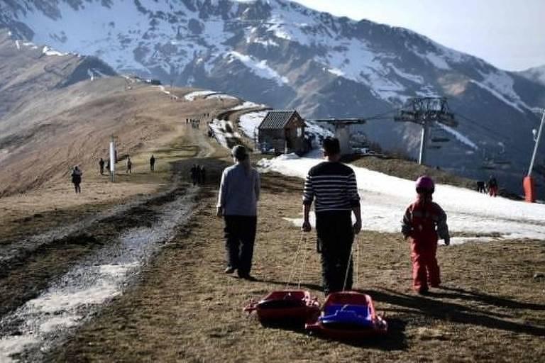 Clima ameno e falta de neve têm afetado pistas de ski nos Pirineus