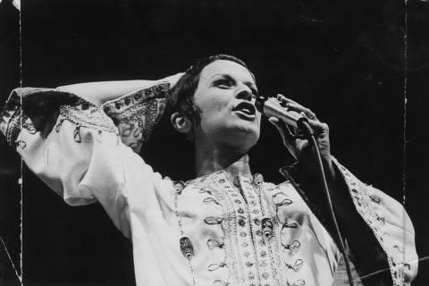 ORG XMIT: 173301_0.tif LOCAL DESCONHECIDO, 00-04-1971: Música: a cantora Elis Regina durante apresentação. (Foto: Folhapress, 0099)