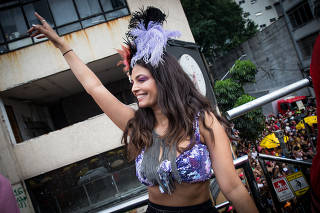 Atriz Emanuelle Ara�jo durante desfile do bloco Acad�micos do Baixo Augusta