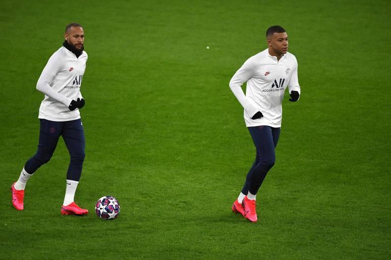 Neymar e Mbappé durante treino do PSG na véspera de confronto com o Borussia Dortmund