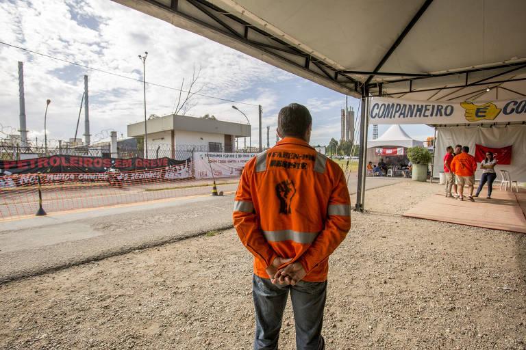 Petroleiros protestam contra o fechamento da antiga Fábrica de Fertilizantes Nitrogenados do Paraná
