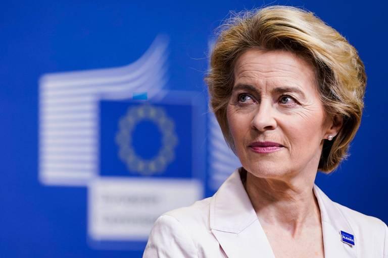 A presidente da Comissão Europeia, Ursula von der Leyen, durante entrevista coletiva em Bruxelas