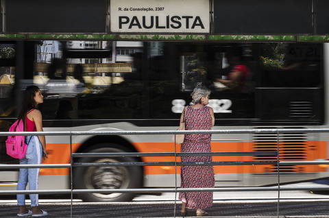 Motoristas de ônibus de SP dizem que governo cedeu em vacinação e cancelam greve