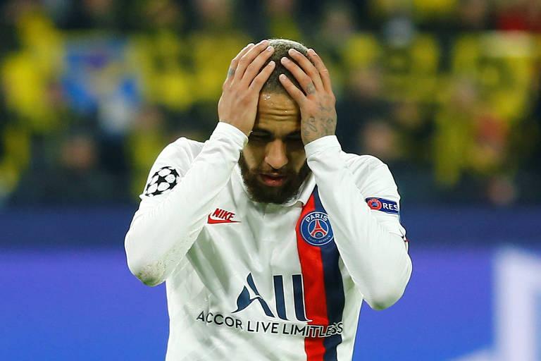Neymar lamenta bola na trave que evitou o segundo gol do PSG em Dortmund