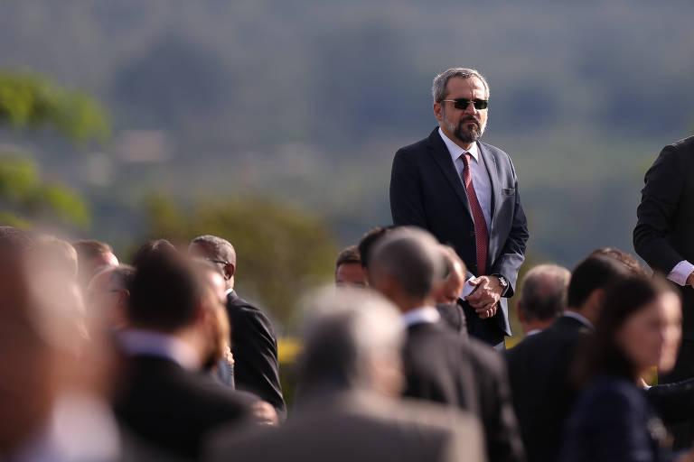 O ministro Abraham Weintraub (Educação) acompanha a cerimônia de hasteamento da bandeira no Palácio da Alvorada