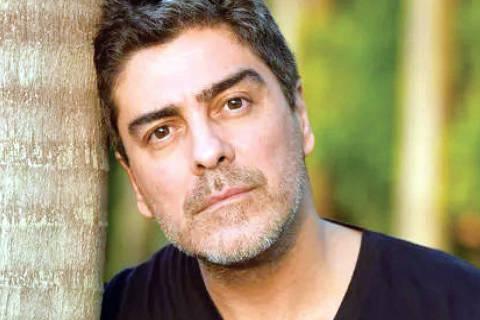 Junno Andrade Personagem: Renato Araujo Charmoso, bonitão e gente fina, é um talentoso musicista que canta muito bem e toca diversos instrumentos