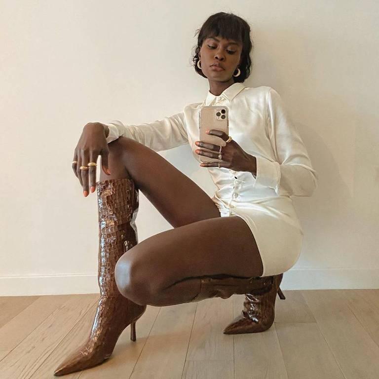 Modelo Amy Lefevre, que se recusou a usar acessórios racistas em desfile realizado em Nova York