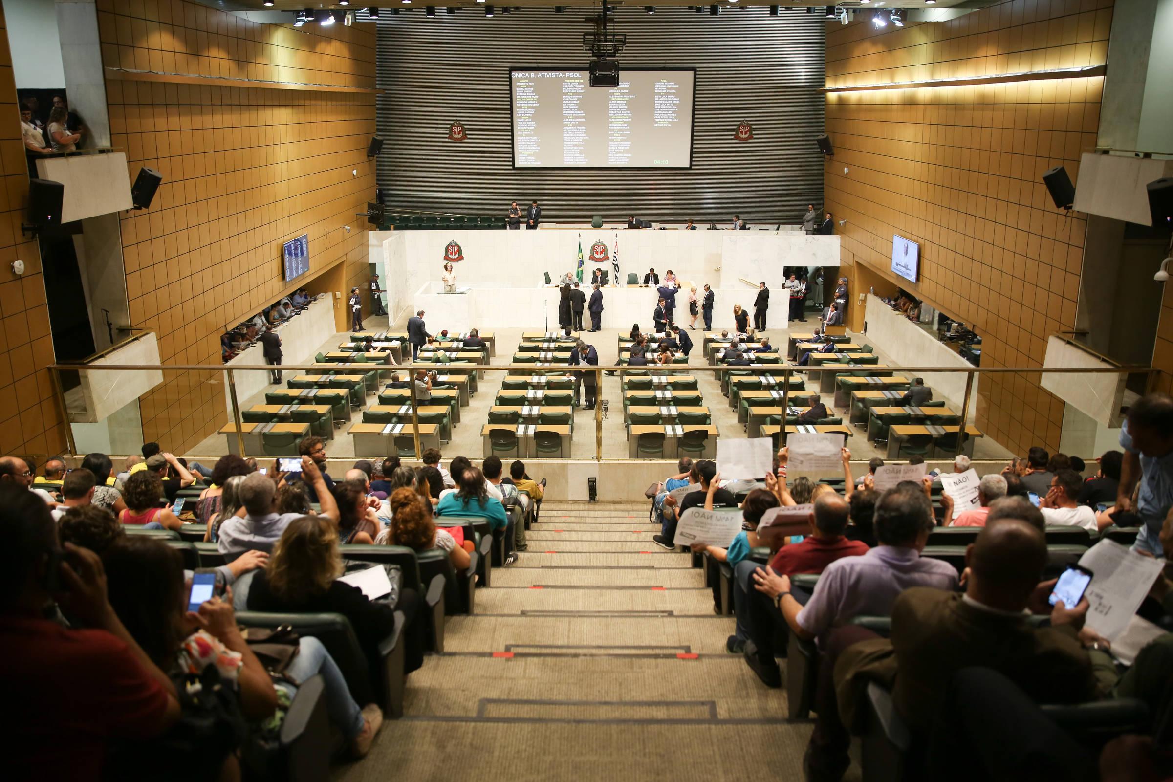 Policiais vão à Alesp pressionar por aumento de salários em 2022