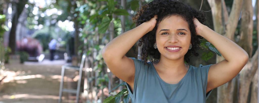 Luana Meira de Oliveira decidiu fazer transição capilar quando tinha 19 anos de idade
