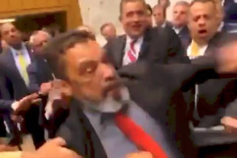 Deputados voltam a se agredir e adiam votação da reforma da Previdência de SP