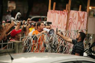 Cid Gomes é baleado em Sobral durante greve da PM