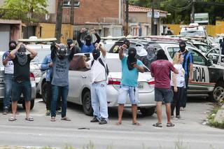 Policias encapuzados protestam no Ceará