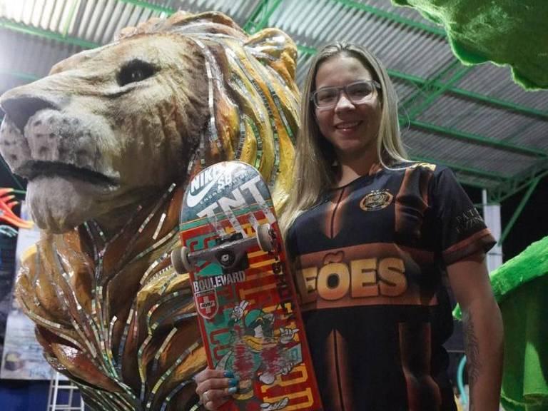 A skatista brasileira também desfila pelo Leões da Ita, escola de samba de Ilhabela (SP)