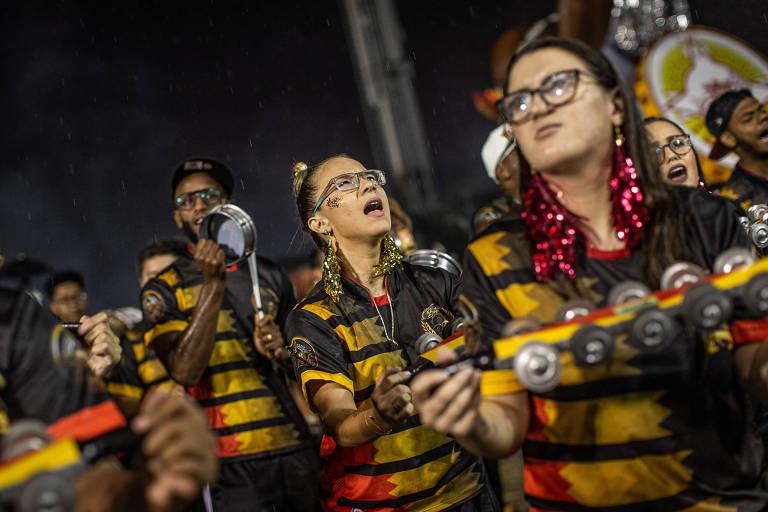 Pâmela Rosa durante o ensaio técnico da Tom Maior, sob chuva, escola pela qual desfilará no Carnaval de 2020