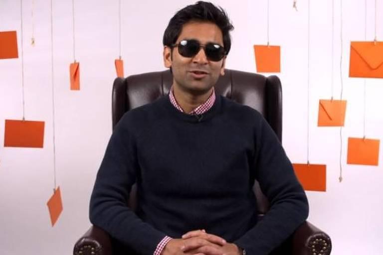 'Eu adoro fazer compras, então conto com os vendedores e as pessoas nas lojas para descreverem as roupas para mim', diz Amir Patel