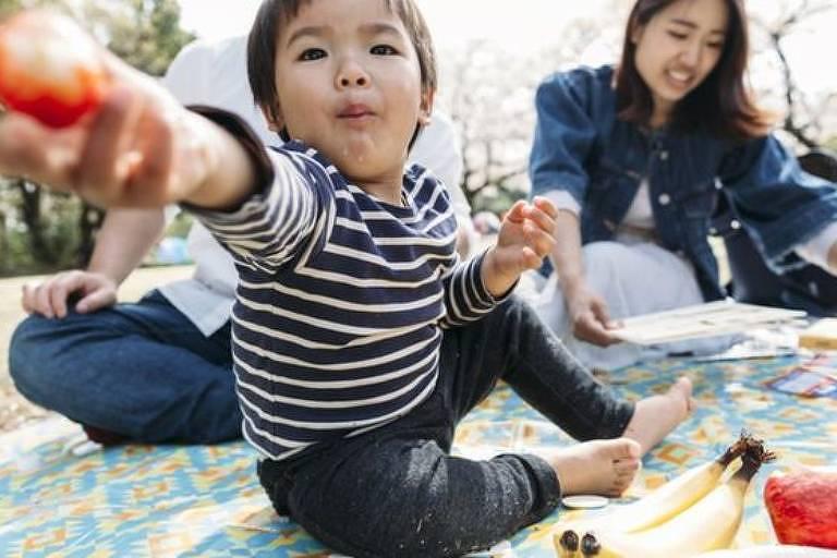 Estudo usou o comportamento de bebês diante de comida para investigar as raízes do altruísmo - que parecem começar desde cedo