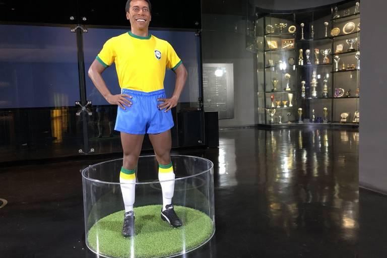 Estátua de Pelé na sede da CBF