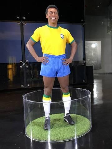 Estátua de Pelé é inaugurada na sede da CBF, no Rio de Janeiro