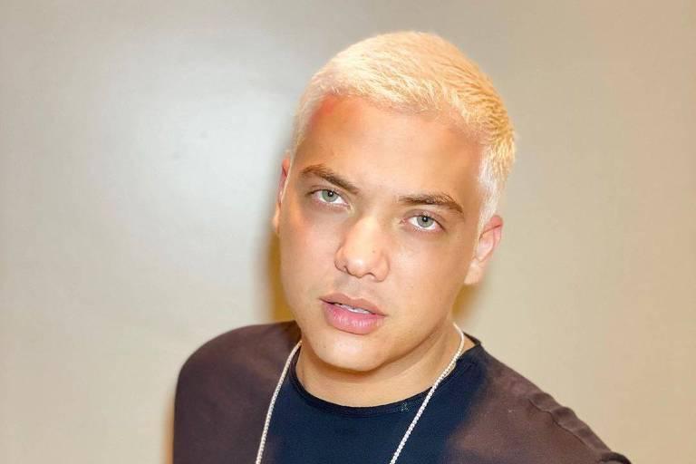 Wesley Safadão platina os cabelos para o Carnaval