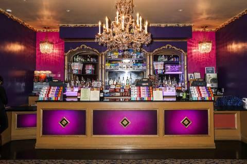 Loja de doces no teatro que recebeu montagem do musical 'Charlie and the Chocolate Factory', em 2017 ORG XMIT: XNYT63
