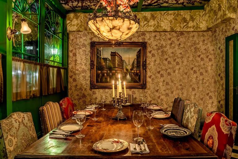Ambiente do Maison Antonella, restaurante que evoca a belle époque