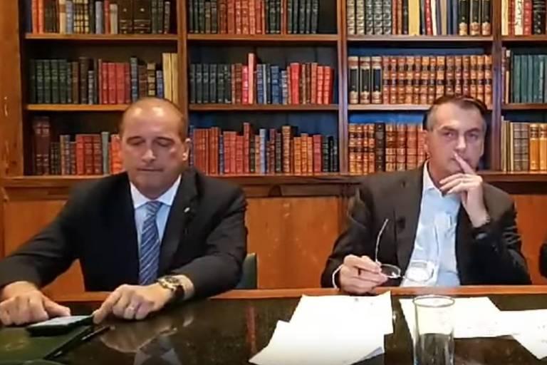 Bolsonaro critica Cid em live e diz não ter habilitação para dirigir retroescavadeira