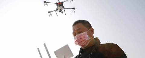 A local resident using a drone sprays disinfectant at a village in Pingdingshan, in China's central Henan province on January 31, 2020, during the virus outbreak in Hubei's city of Wuhan. - The nationwide death toll in China's coronavirus outbreak has risen to 213, with nearly 2,000 new cases confirmed, the National Health Commission said on January 31. (Photo by STR / AFP) / China OUT