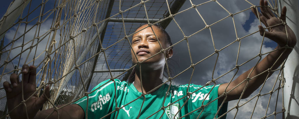 Ary, 20, meio campista que trocou o São Paulo pelo Palmeiras