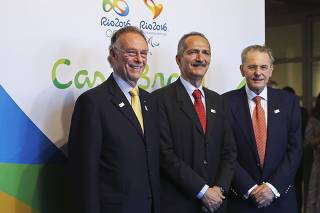 IOC president Jacques Rogge poses with Brazil's Sports Minister Aldo Rebelo and Brazilian Olympic Committee president Carlos Arthur Nuzman at the inauguration of the Casa Brasil in London