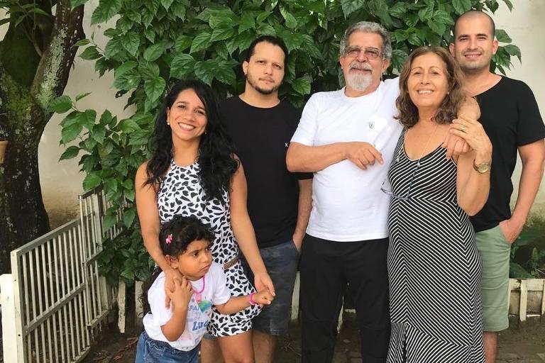 Celso Tavares (1953-2020) com a família