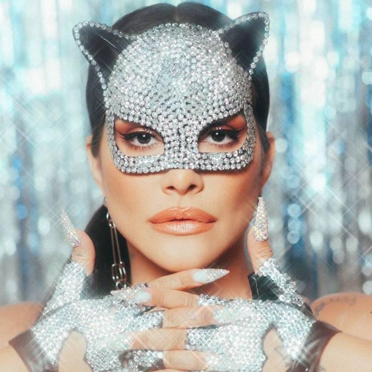 Cleo vestida de gato